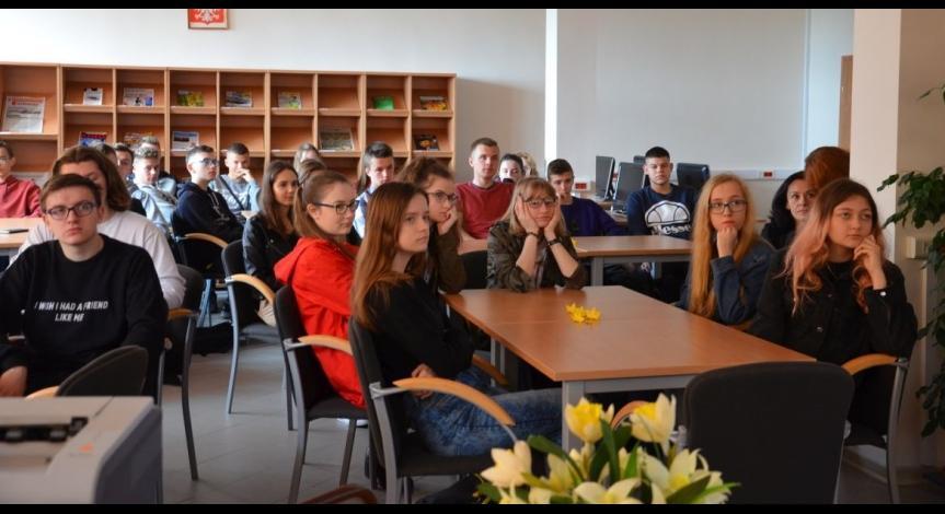 """Powiększ obraz: Akcja """"Zonkile"""" w Bibliotece Miejskiej w Lubaczowie"""
