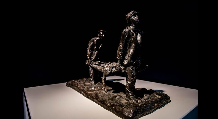 """Wystawa rzeźb """"Obraz Treblinki w oczach Samuela Willenberga""""."""