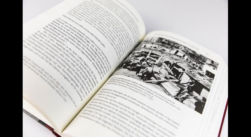 """Niemieckojęzyczne wydanie książki """"Zagłada Żydów w Generalnym Gubernatorstwie""""."""