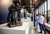 """Pokaż powiększenie powyżej: Wystawa rzeźb """"Obraz Treblinki w oczach Samuela Willenberga""""."""