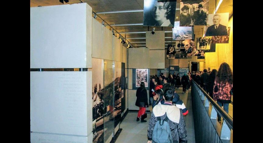 Powiększ obraz: Poznać historię - wizyta uczniów włoskich w Muzeum