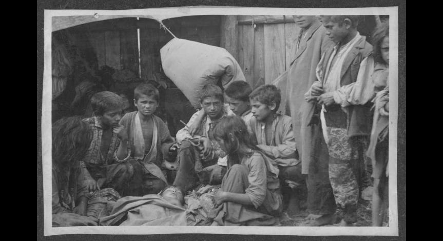 Dzieci romskie uwięzione w obozie pracy w Bełżcu, Arch. Muzeum Regionalnego im. dra Janusza Petera w Tomaszowie Lubelskim