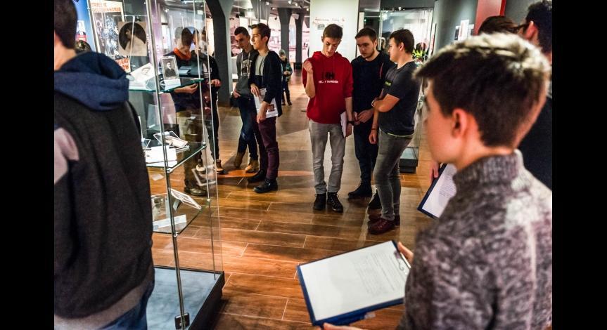 Powiększ obraz: Coraz więcej uczestników lekcji muzealnych