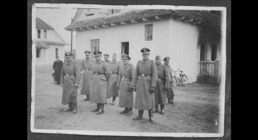 Esesmani z załogi obozu zagłady w Bełżcu
