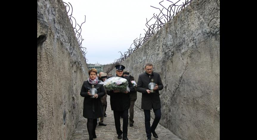 Powiększ obraz: 77. rocznica pierwszych deportacji Żydów do obozu zagłady w Bełżcu