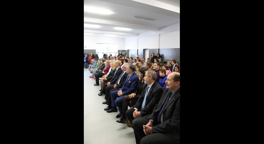 Powiększ obraz: Uroczystości upamiętniające Romów i Sinti