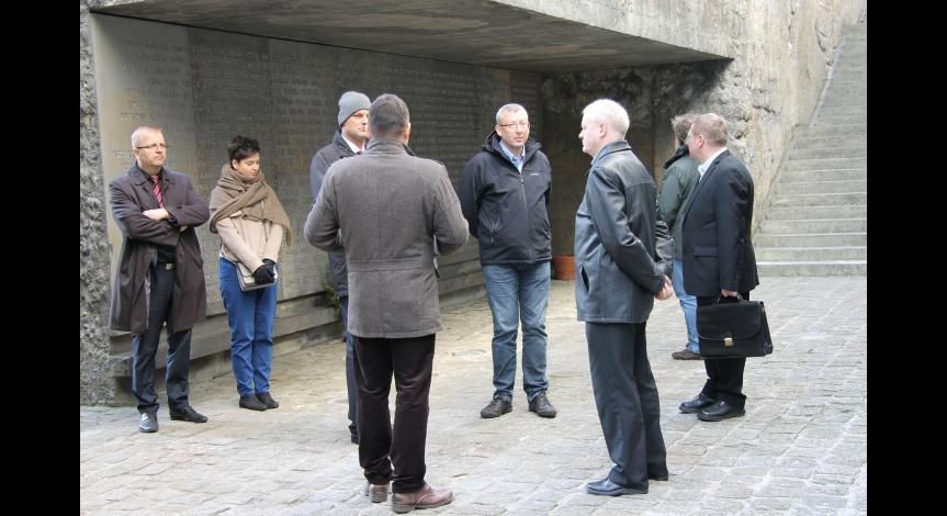 Powiększ obraz: Uczestnicy ogólnopolskiej konferencji naukowej zwiedzili Muzeum w Bełżcu