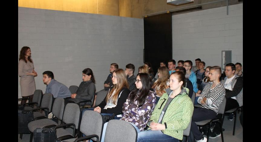 Powiększ obraz: Uczniowie z Jarosławia w Muzeum - Miejscu Pamięci w Bełżcu