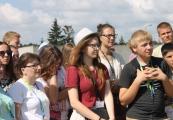 Pokaż powiększenie powyżej: Uczestnicy Światowych Dni Młodzieży na terenie upamiętnienia Muzeum - Miejsca Pamięci w Bełżcu