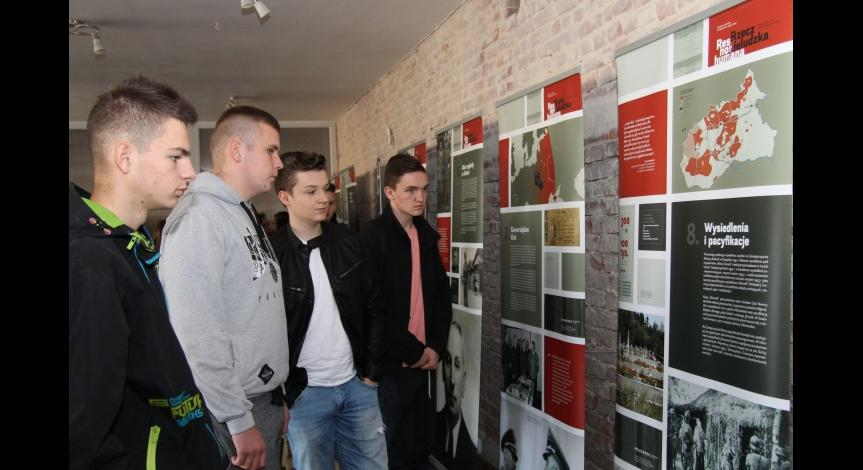 """Powiększ obraz: Otwarcie wystawy """"Res non humana - rzecz nieludzka. Okupacja niemiecka Zamojszczyzny 1939-1944"""""""
