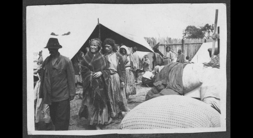 Rodziny cygańskie w obozie pracy w Bełżcu, Arch. Muzeum Regionalnego im. dra Janusza Petera w Tomaszowie Lubelskim