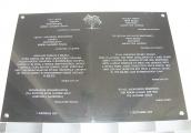 Pokaż powiększenie powyżej:  Tablica pamiątkowa ku czci Sprawiedliwych wśród Narodów Świata odsłonięta w 2015 roku w Publicznym Gimanzjum w Bełżcu